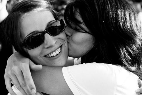 Ở Paris, người ta có thể hôn nhau bất cứ khi nào.