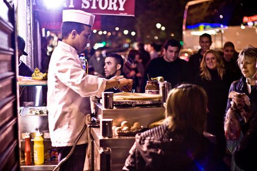 Bánh crepe ở Paris lớn hơn tất cả những nơi khác.