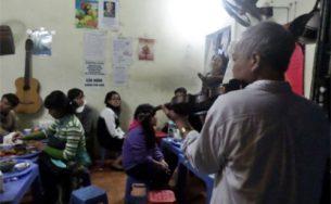 Quán ốc phục vụ đàn violin có một không hai ở Hà Nội