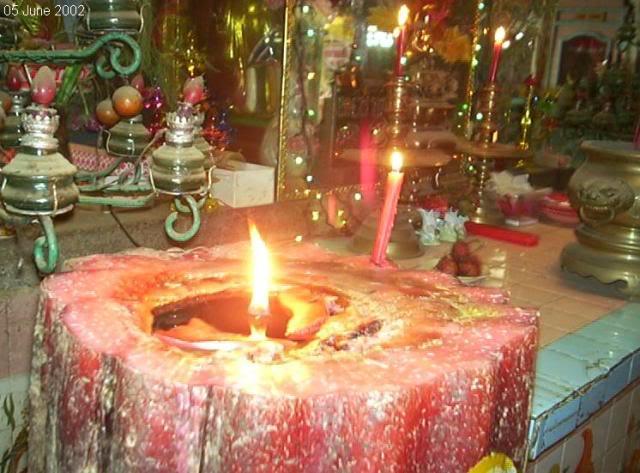 Cây đèn cầy siêu lớn ở chùa Sáp