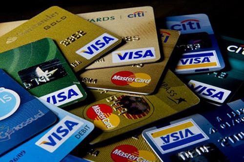 Sử dụng thẻ tín dụng mua hàng