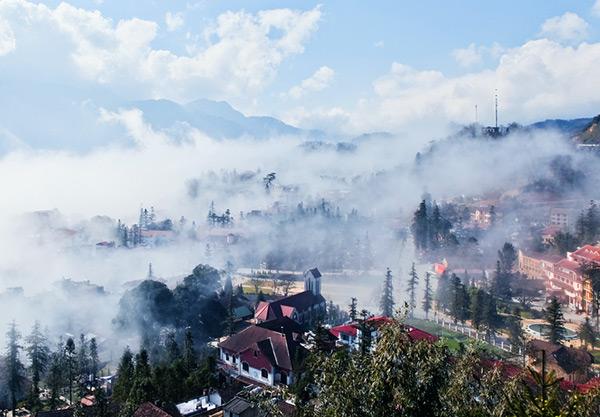Thị trấn Sapa mờ sương