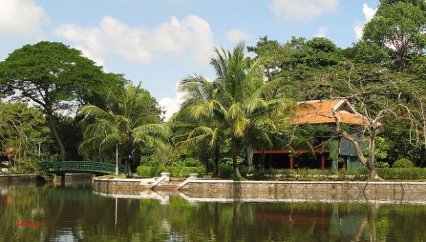 Nơi đây cũng có nhà sàn giống với nhà sàn Bác Hồ ở ngoài Hà Nội