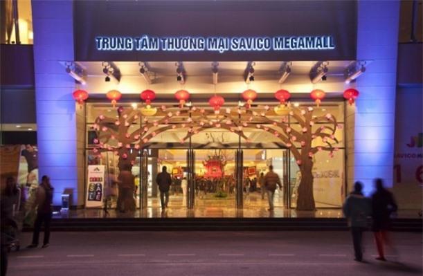Cửa vào trung tâm thương mại Savico MegaMall