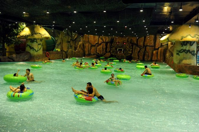 Khu bể bơi Royal City