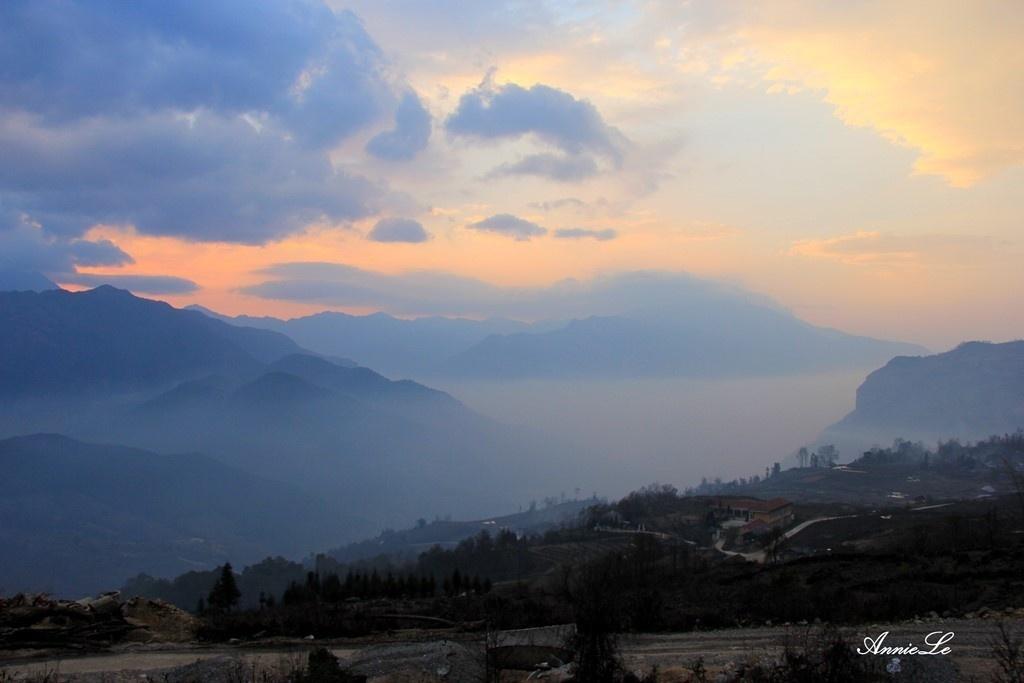Mây đẹp mơ màng trong ánh hoàng hôn Y Tý