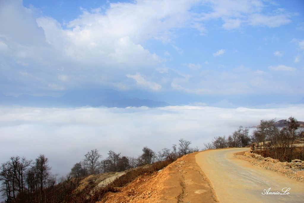 Mây tuôn chảy, lan ra khắp mọi nơi Y Tý