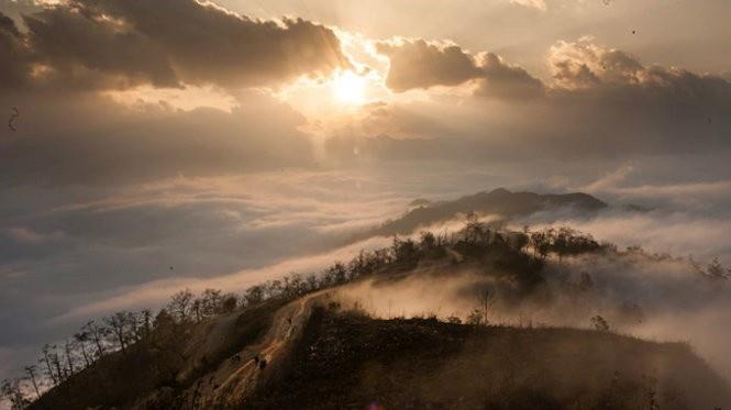Săn mây Y Tý trong khoảnh khắc bình minh vừa ló dạng