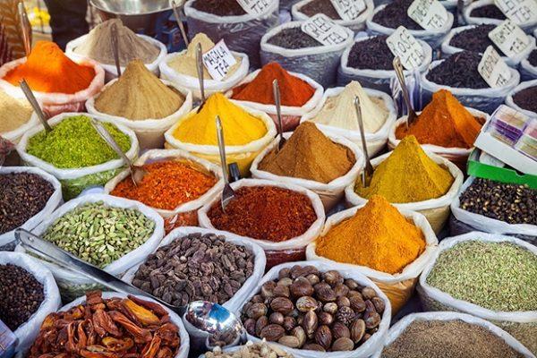 ... nhưng cũng tuyệt đối là một đất nước với nhiều trải nghiệm khác lạ từ văn hóa đến ẩm thực.