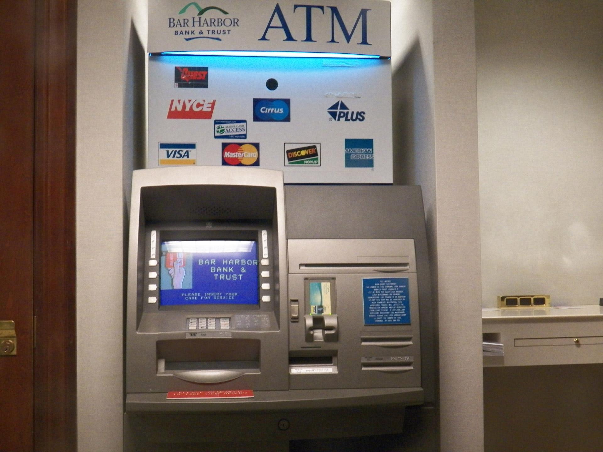 Logo trên cây ATM