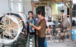 Làng dệt the lụa La Khê