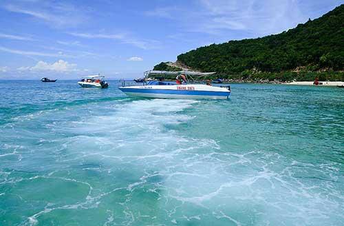 Bắc Mỹ An là một trong những bãi biển đẹp có tập tục tắm vào trưa ngày tết Đoan Ngọ