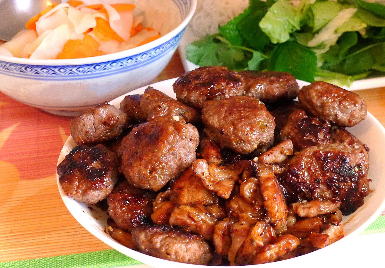 Bún chả là món ăn đặc trưng, lâu đời của người Hà Nội.