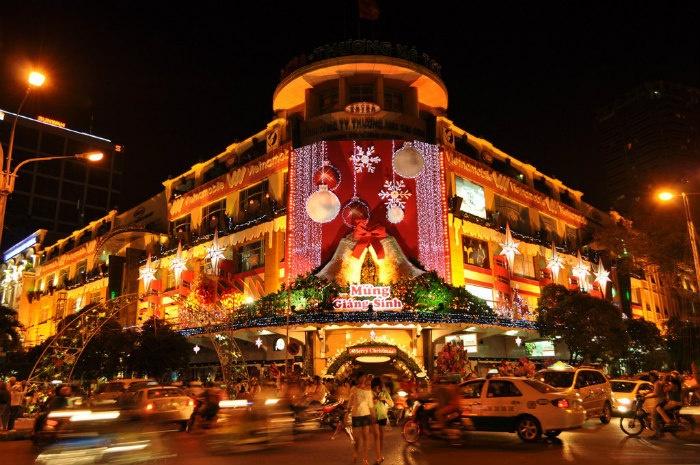 Náo nức, rộn ràng mùa lễ Giáng Sinh nơi Sài Gòn - Ảnh: Truong Quoc Toan