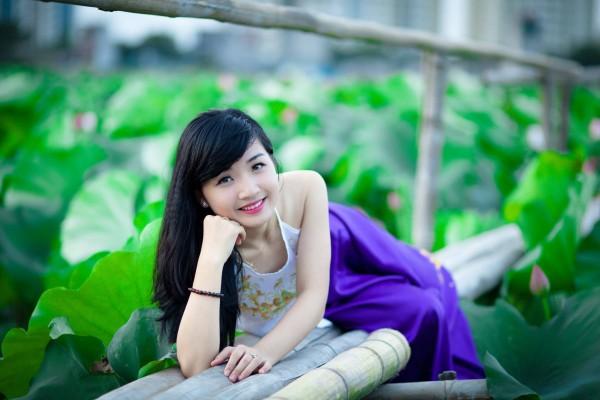 Áo yếm trắng váy xanh