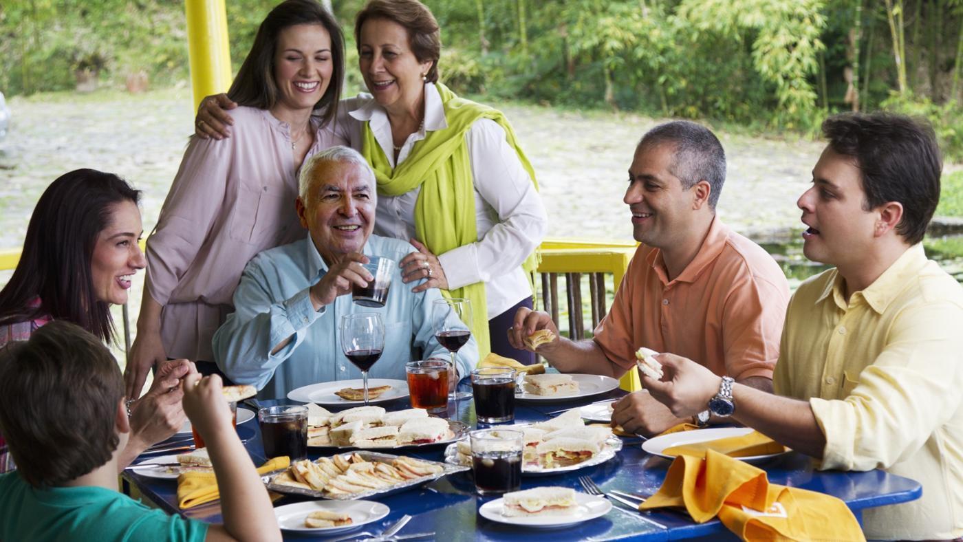 Cũng giống như Việt Nam, người dân Colombia cũng rất thích tụ họp gia đình cùng những món ăn ngon miệng