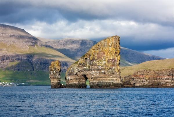 Faroe có nhiều hòn đảo gần nhau. Ảnh: The Richest
