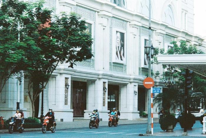 Những ngày sương giăng mỏng manh trên phố người Sài Gòn lại thấy xuyến xao - Ảnh: Phong Kim