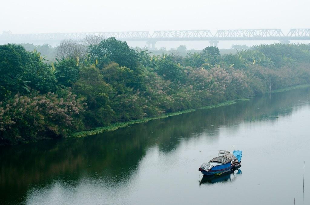 Sáng mùa đông Hà Nội tuyệt đẹp trên sông