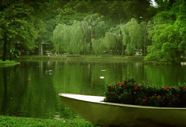 Công viên Bách Thảo -lá phổi xanh của thành phố