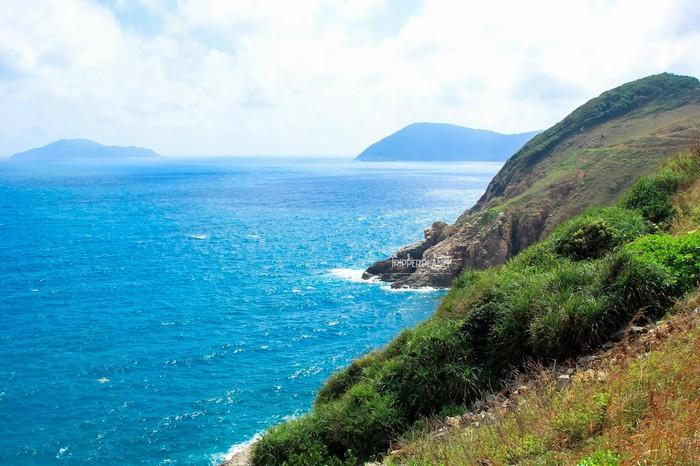 Mũi Tàu Bể nước xanh trong veo - Ảnh: Khánh Bằng