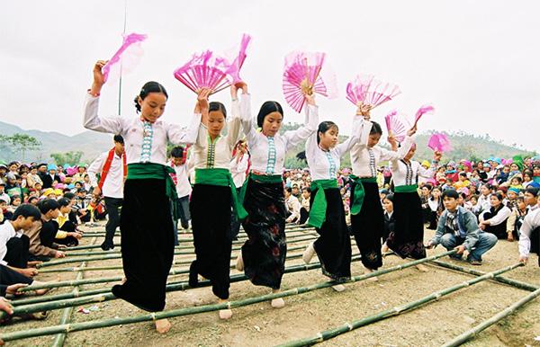 Lễ cầu mưa của người Thái ở Hòa Bình