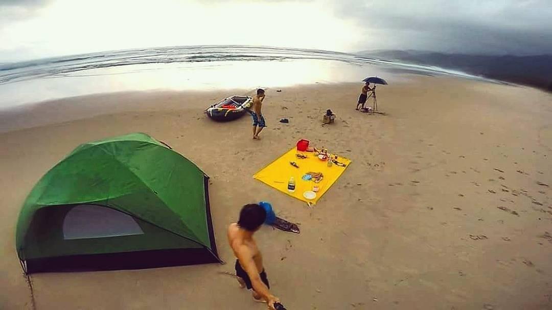 Được cắm trại và nghỉ ngơi cùng biển thì còn gì bằng