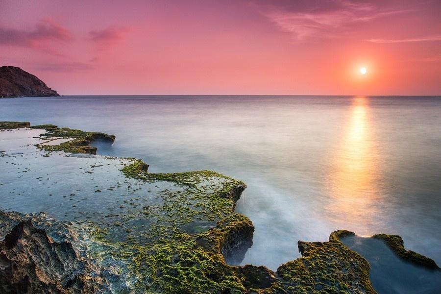 Hay bình minh phủ màu nắng lên bức tranh rong rêu đều đẹp mê hồn -  Ảnh: Minh Le