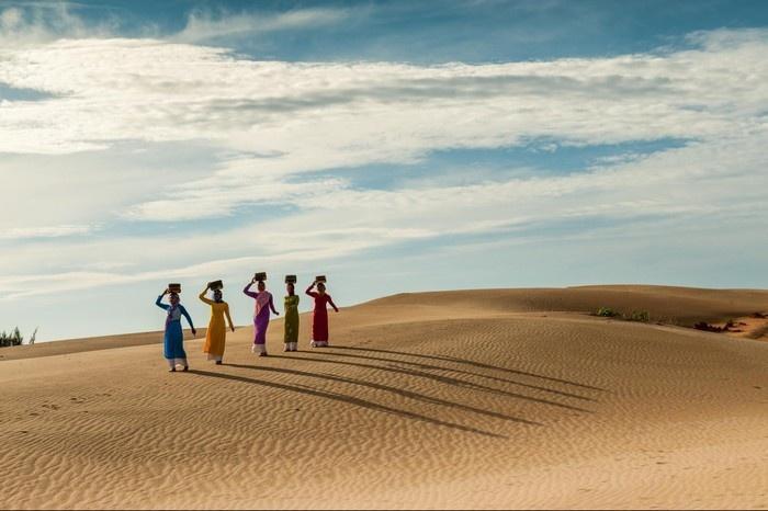 Là sa mạc cát Nam Cương chạy hoài không hết - Ảnh: Tran Anh Linh