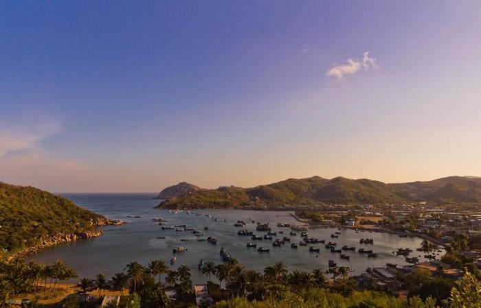 Vĩnh Hy được mệnh danh là vịnh Hạ Long miền Trung