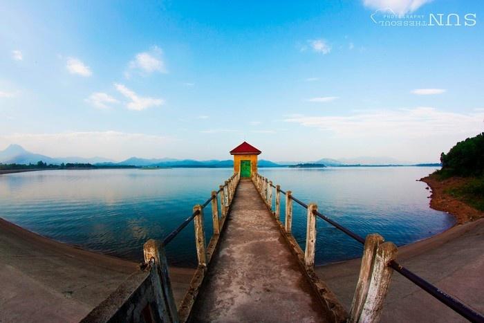 Đường ra ngắm cảnh hồ Tam Đảo trong veo