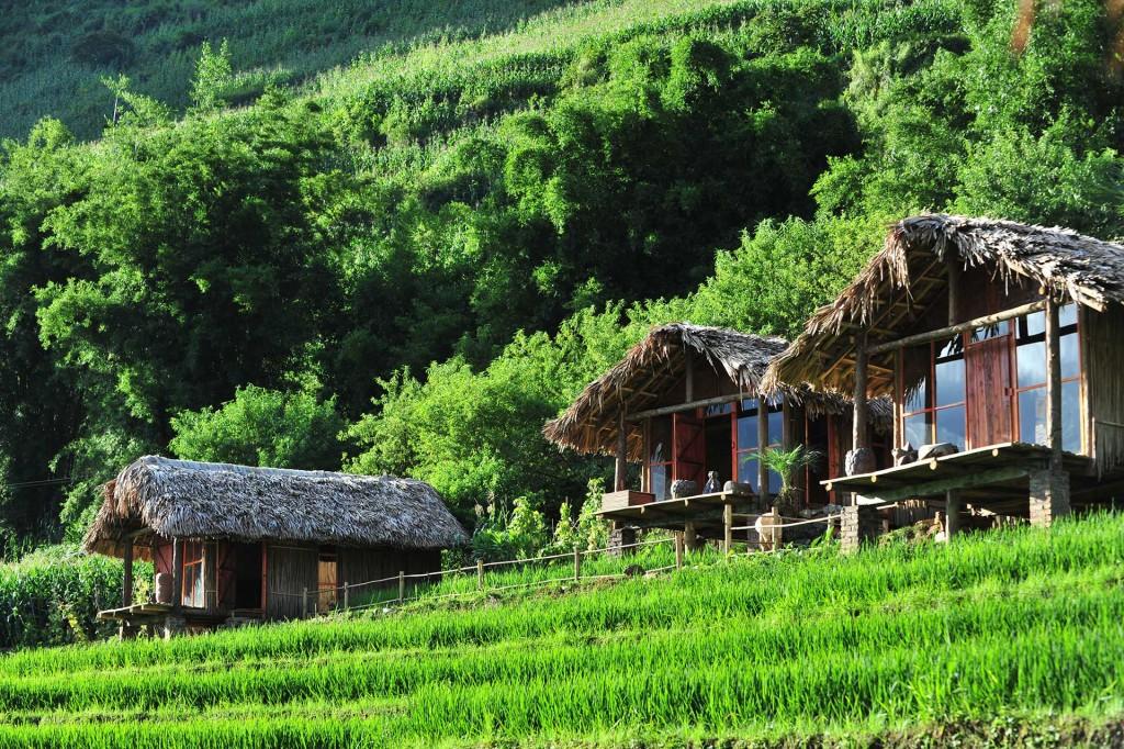 Các bungalow đều được thiết kế với những vật liệu gần gũi với thiên nhiên và thân thiện với môi trường như gỗ, tre, mái lá… mát vào mùa hè và ấm vào mùa đông.