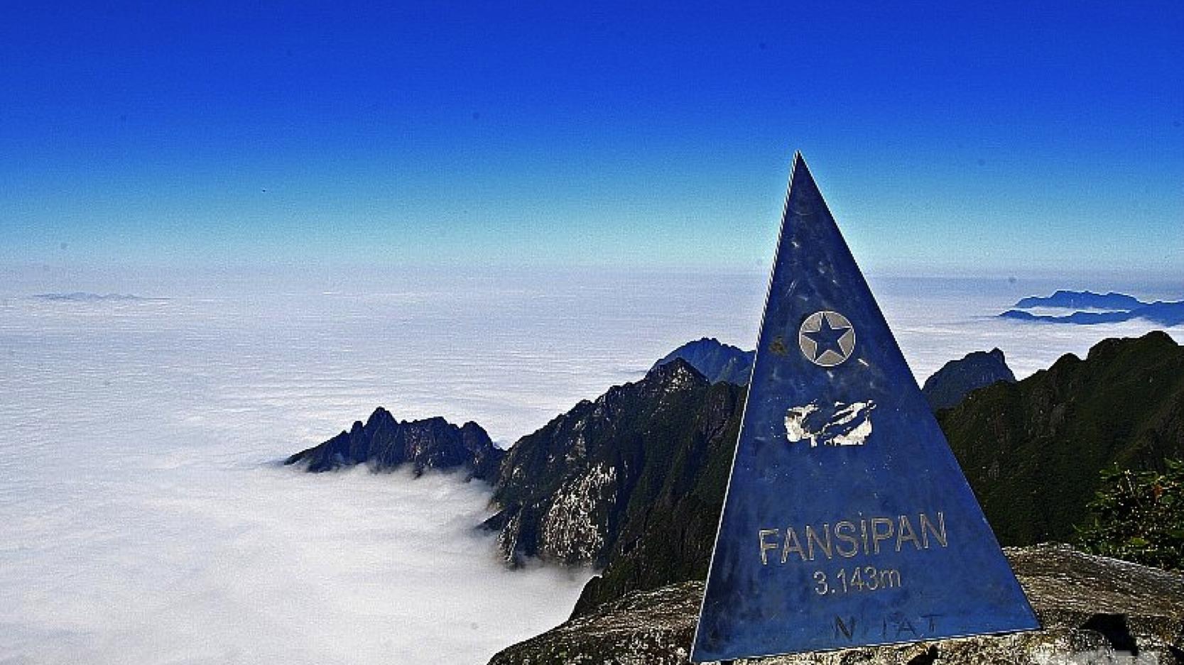 Đỉnh Fansipan - nóc nhà Đông Dương trên dãy Hoàng Liên Sơn