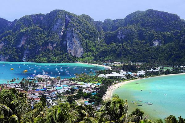 Đảo Koh Phi Phi vừa thơ mộng vừa sôi động.