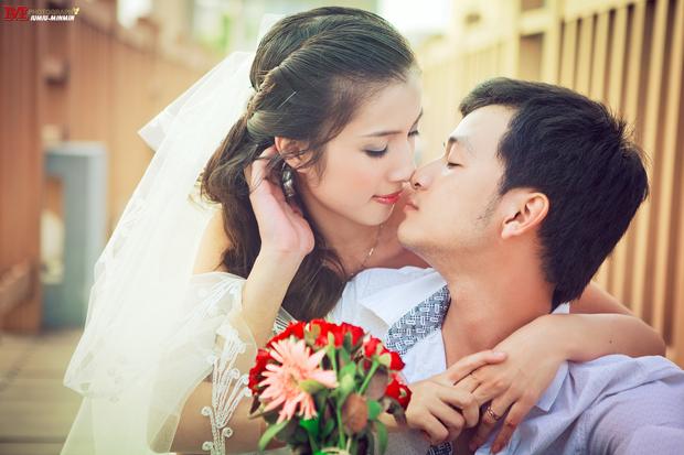 Nhiều cặp đôi lựa chọn công viên Hòa Bình để chụp ảnh cưới
