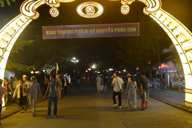 Tuyến đường Nguyễn Phúc Chu chính thức trở thành Phố dành cho người đi bộ và xe không động cơ - Ảnh: Thanh Ba