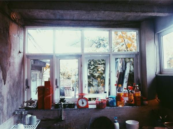 Tọa lạc tại con đường Nguyễn Đình Chiểu, thành phố Hội An, Maison de Tau mang một không gian đậm chất vintage với những góc xanh nhẹ nhàng khiến bất cứ ai đến đây cũng đều phải yêu ngay từ cái nhìn đầu tiên.