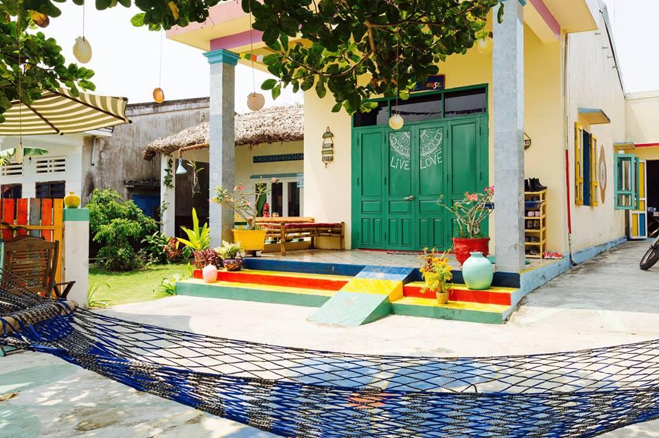 Chỉ cách biển An Bàng vài phút đi bộ, tọa lạc tại tổ 5 – khối An Bàng – Quảng Nam, The Hoi An Hippie House là điểm lưu trú dành cho những du khách thích không gian yên tĩnh, tránh xa sự ồn ào, xô bồ của phố thị.