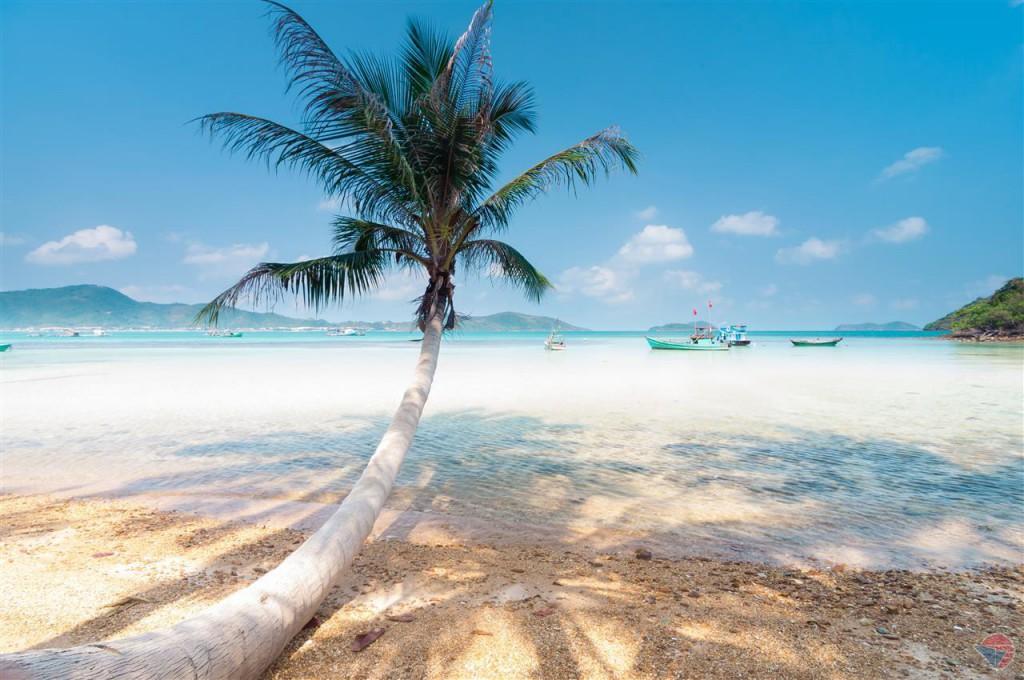 Hòn Dầu có bãi cát trắng mịn