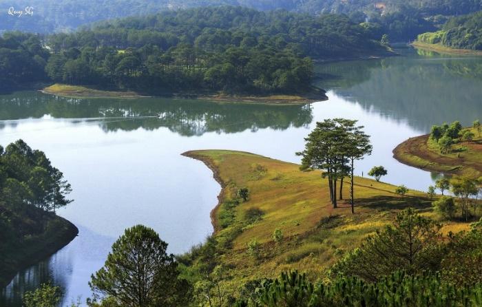 Hồ Tuyền Lâm rất rộng và đẹp - Ảnh: Quy Tran