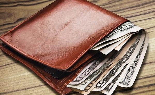 Nên để riêng tiền và ví