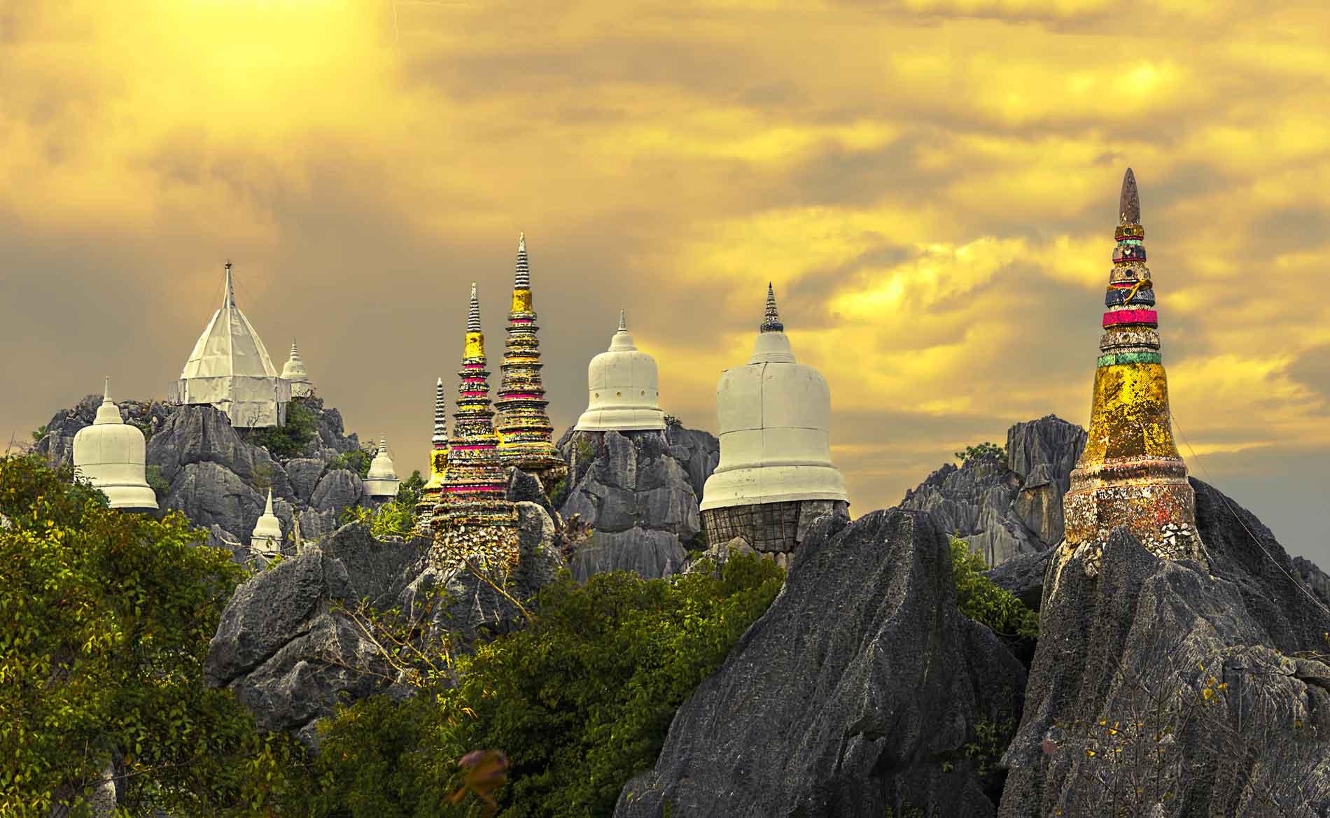 Ngôi đền Chalermprakiat trên đỉnh Pu Yak