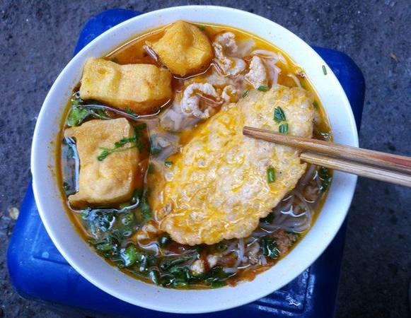Bát bún riêu cua tuy đơn giản nhưng hương vị thơm ngon và giá cả phải chăng - Ảnh: vietnamtoday