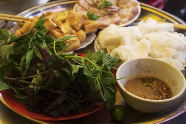 Một đĩa bún đậu không thể thiếu những thành phần cơ bản là bún, mắm tôm và đậu rán - Ảnh: Minh Đức