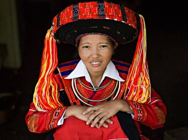 Phụ nữ dân tộc Pà Thẻn trong trang phục truyền thống - Ảnh: Réhahn