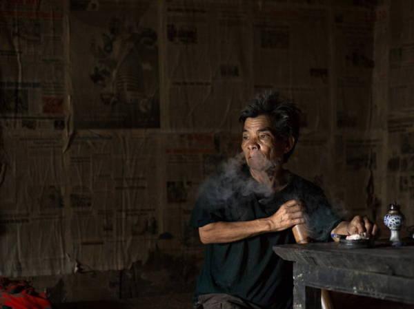Đàn ông dân tộc Pu Péo - Ảnh: Réhahn