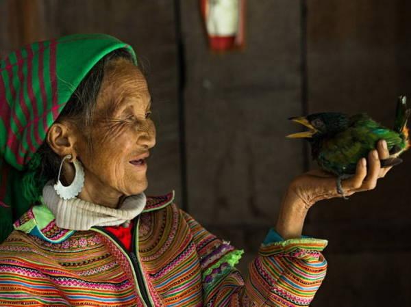 Phụ nữ Mông Súa - Ảnh: Réhahn