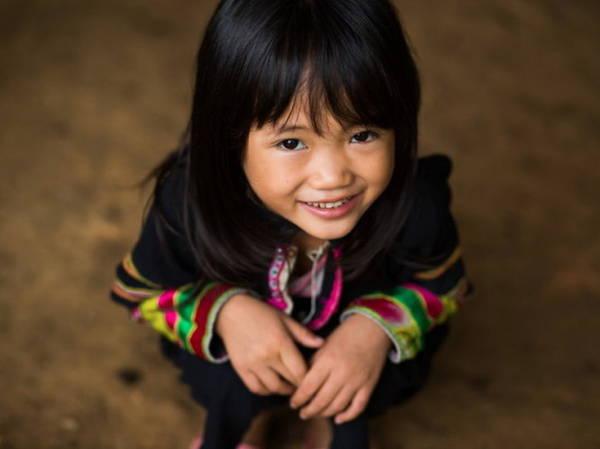 Nụ cười tươi của bé gái dân tộc Lô Lô, 6 tuổi - Ảnh: Réhahn