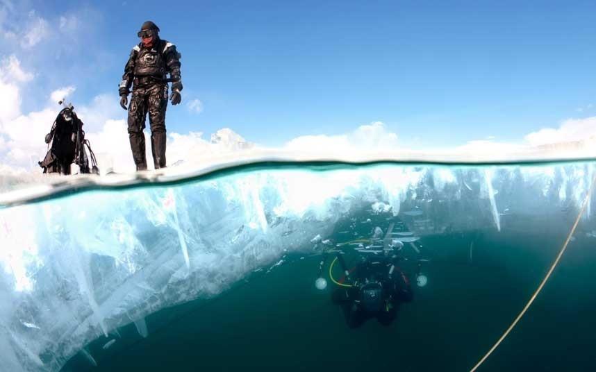 Trồng cây dưới nước, Siberia: Người dân nước này sẽ cắt băng trên mặt hồ Baikal tạo thành một cái hố và đem trồng cây trong đó. Tuy nhiên, việc này chỉ có những thợ lặn chuyên nghiệp mới được thực hiện.