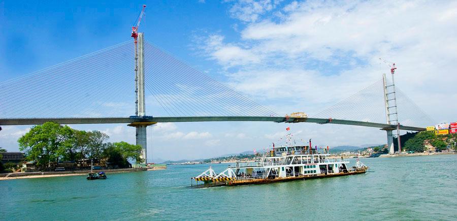 Cầu Bãi Cháy nối Bãi Cháy và Hồng Gai